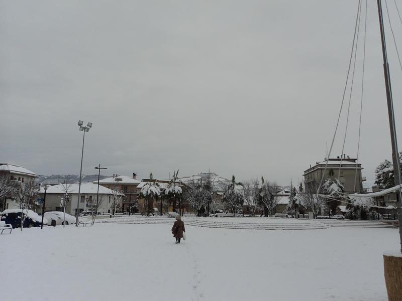 Neve a Centobuchi, piazza dell'Unità, 4 febbraio 2012 foto di Franco Tufoni