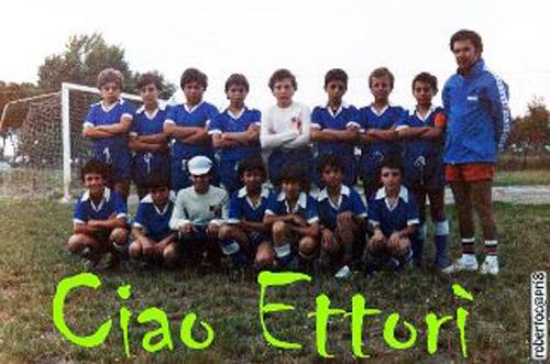 Ettore Grilli e il suo Porto d'Ascoli in una vecchia foto di Roberto Capriotti (probabilmente 1980/81, Campo Europa)
