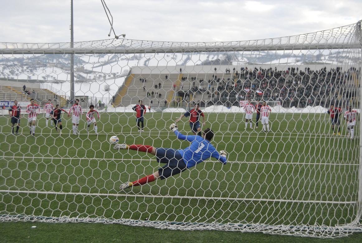 Gol di Giorgio Di Vicino su rigore a Teramo (bianchini)