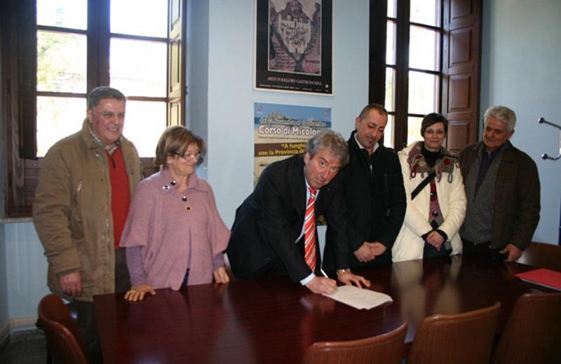 La firma della convenzione in Provincia