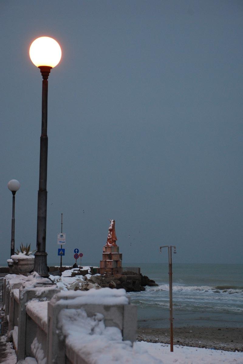 Il molo di San Benedetto, 5 febbraio, neve, Francesco Rossi di Acquaviva