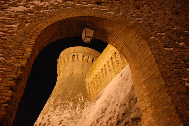 La Fortezza di Acquaviva spruzzata di neve, foto di Francesco Rossi