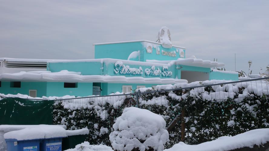 Lo chalet La Conchiglia sotto la neve, 4 febbraio 2012 (ilaria core)