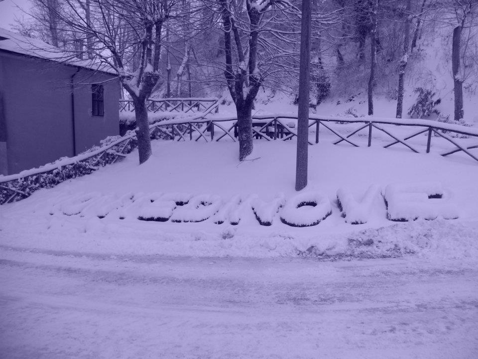Montedinove sotto la neve (da Elisabetta Angelini) 3 febbraio 2012