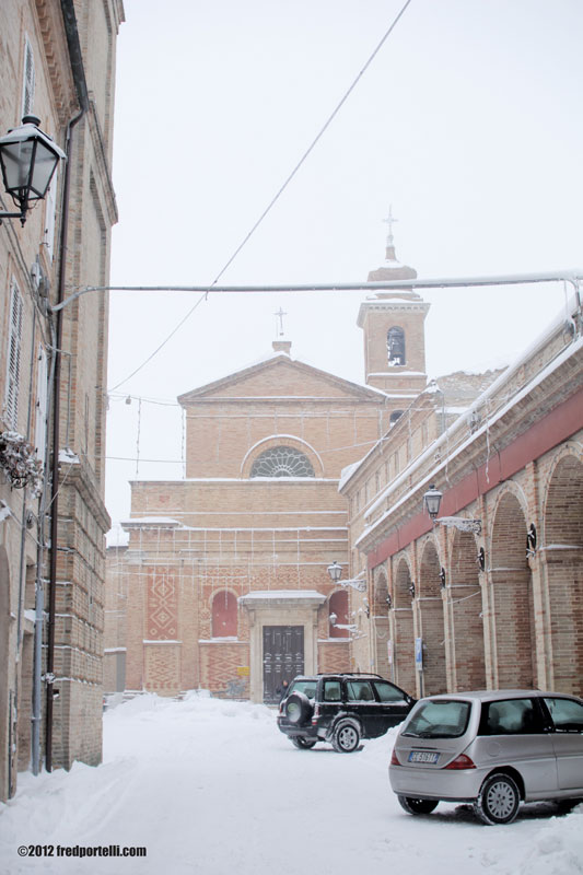Neve a Montefiore febbraio 2012, La piazza (Fred Portelli)