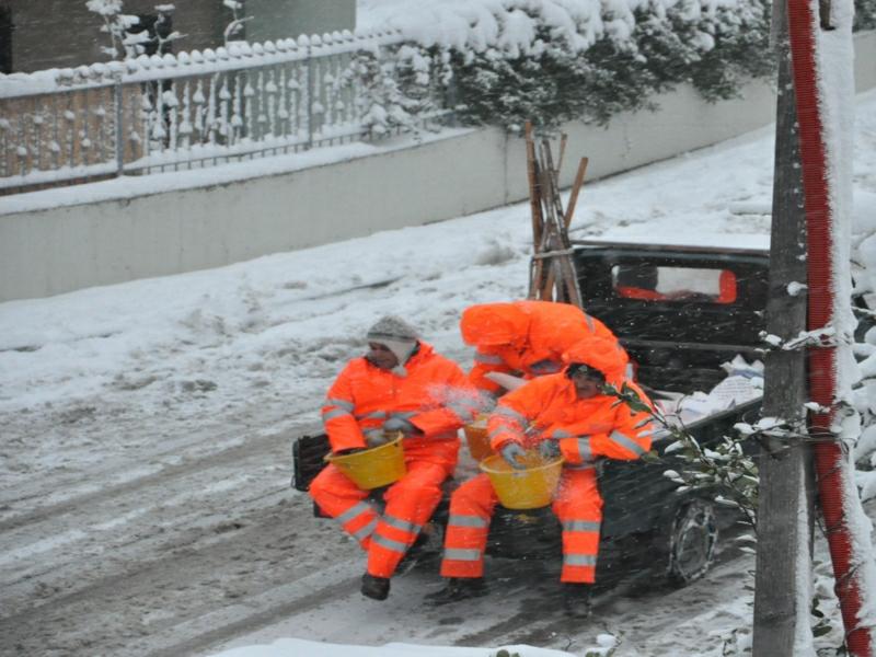Monteprandone, neve 3 febbraio 2012, sale nelle strade 2 foto di Simonetta Capecci