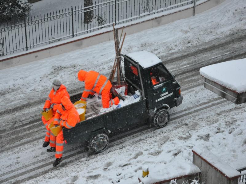 Monteprandone, neve del 3 febbraio 2012, sale nelle strade 1 foto di Simonetta Capecci