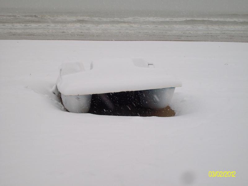 Neve 3 febbraio, lungomare sud Grottammare, un pedalò sommerso, Massimo Valentini 1