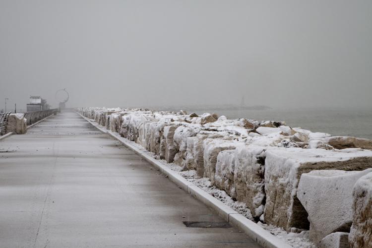 Neve febbraio 2012, Alberto Maranesi, il molo di San Benedetto color seppia