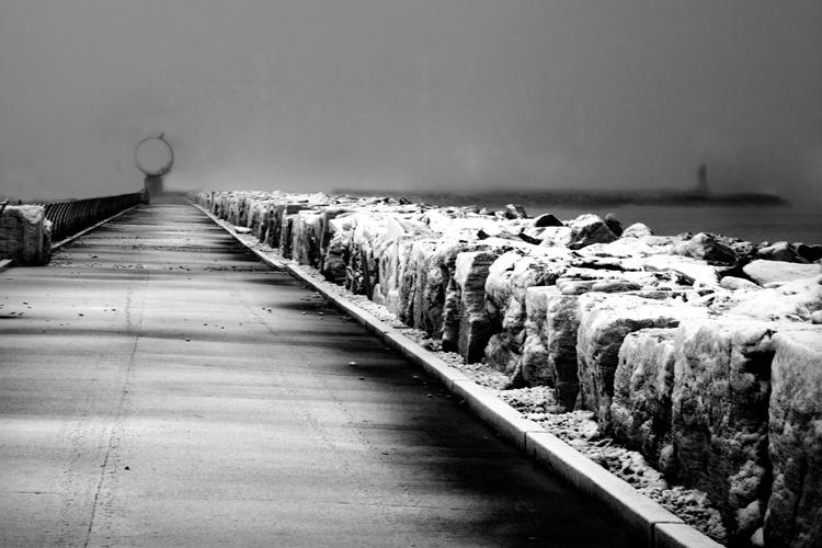 Neve febbraio 2012, Alberto Maranesi, il molo di San Benedetto in bianco e nero