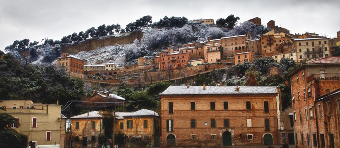 Neve febbraio 2012, Alberto Maranesi, il vecchio borgo di Grottammare è una poesia