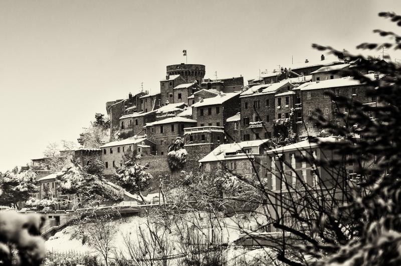 Neve, foto artistica di Andrea Tomassini 5, centro storico di Acquaviva