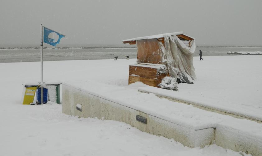 Neve sulla spiaggia di Grottammare 3 febbraio 2012, Massimo Scarpetta 1