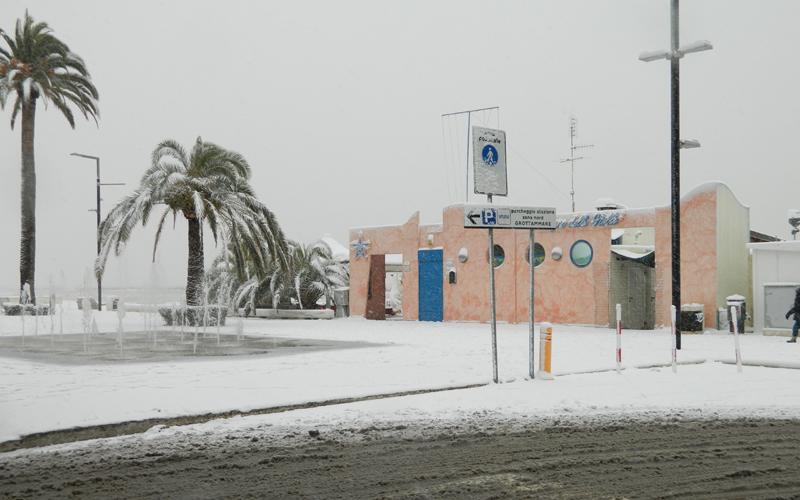 Neve sulla spiaggia di Grottammare 3 febbraio 2012, Massimo Scarpetta 2