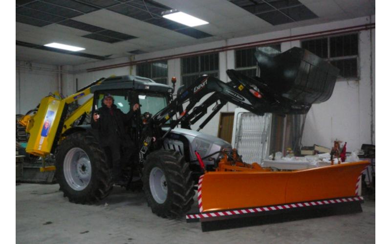 Il sindaco Marino Mecozzi presenta Il nuovo trattore