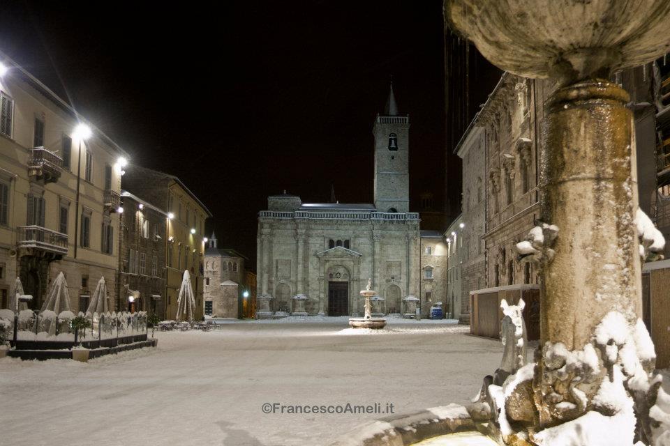 Piazza Arringo nella neve, 3 febbraio (ameli)