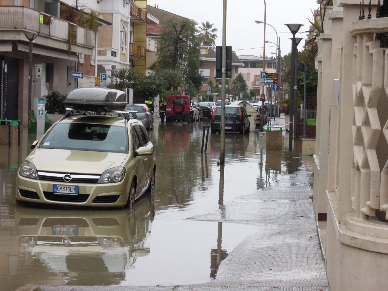 Pioggia 21 febbraio, allagamenti quartiere Sant'Antonio zona via Monfalcone (Fulvio Baiocchi) 8