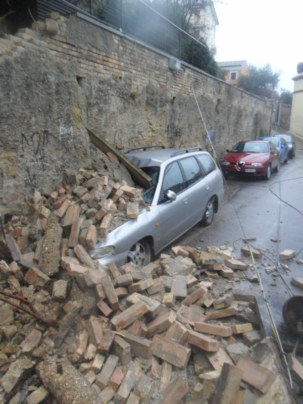 Pioggia 21 febbraio, crollo a Via Bastioni (Paese Alto), foto Tonino Spinozzi