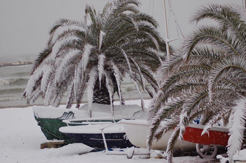 Roberto Bartolomei, neve su San Benedetto 3 febbraio gente in spiaggia 4