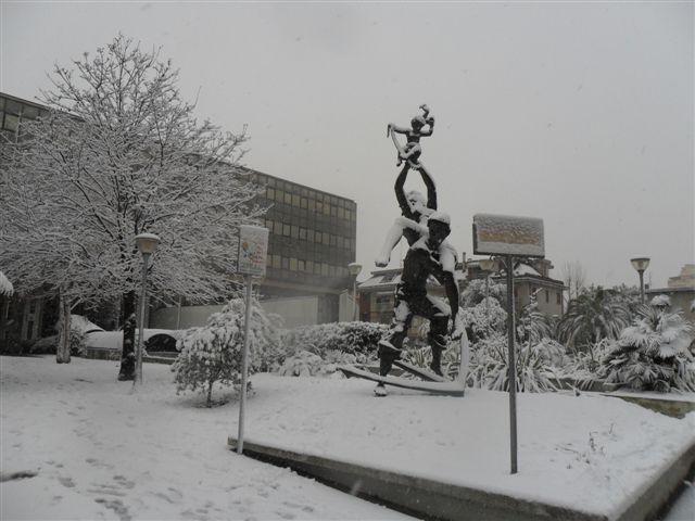 S.Benedetto Tr. - il Comune neve 4 febbraio  (1) (da Federico Olivieri)
