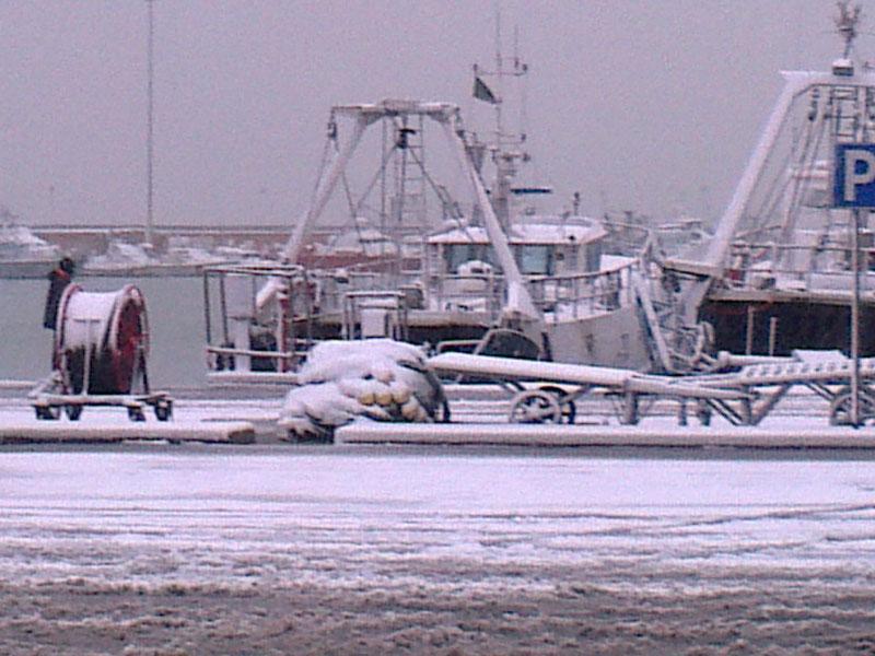 San Benedetto, neve febbraio 2012, il porto