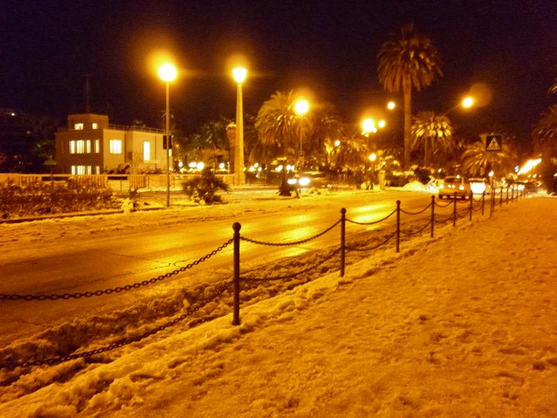 San Benedetto, neve febbraio 2012, la Palazzina Azzurra di notte (serena stella spina) 3