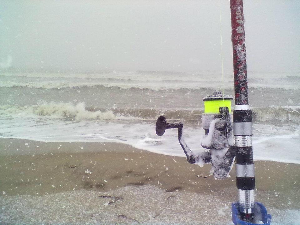 Surf casting estremo a San Benedetto sotto la neve del 3 febbraio alla Sentina (Eduardo Parente)