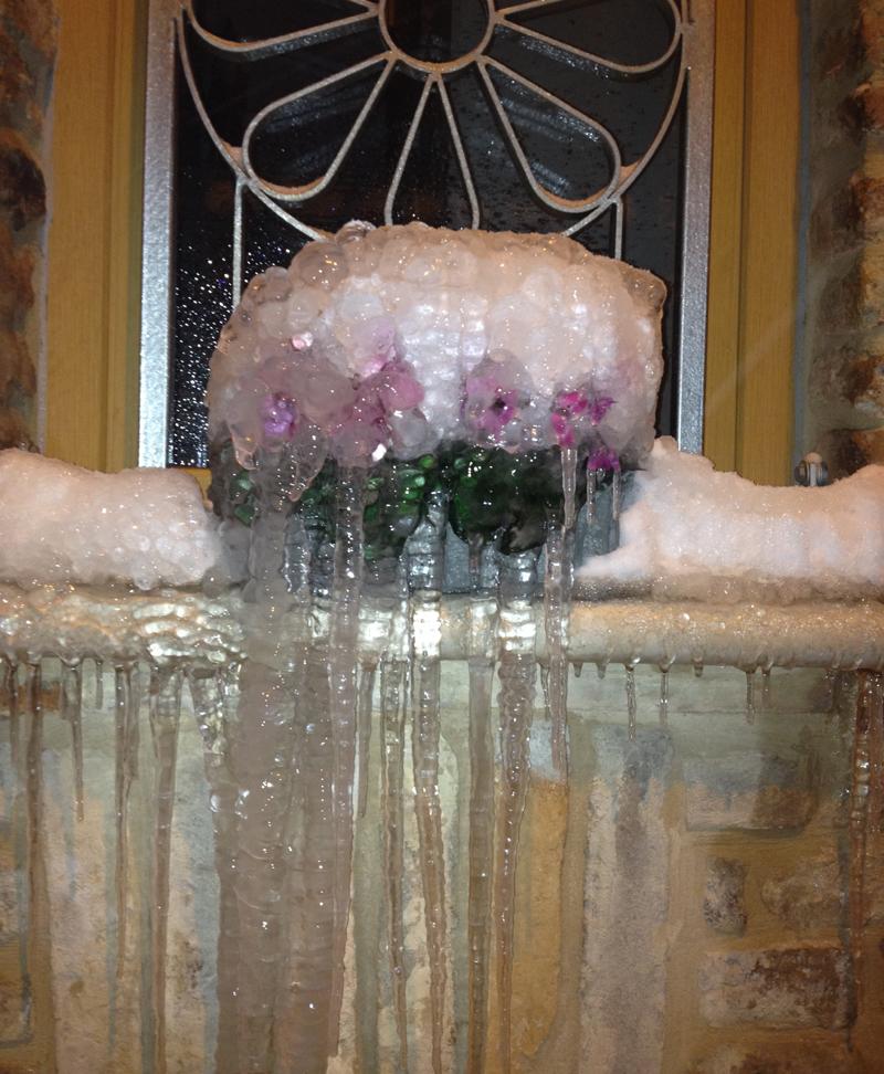 Una cascata di ghiaccio, stupenda la foto di Marco Fioravanti, 6 febbraio