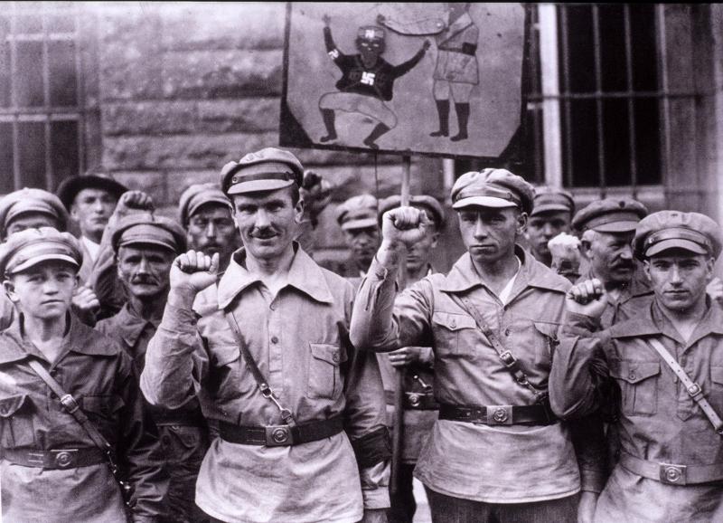 Una manifestazione comunista nella Germania degli anni '30 (800x578)