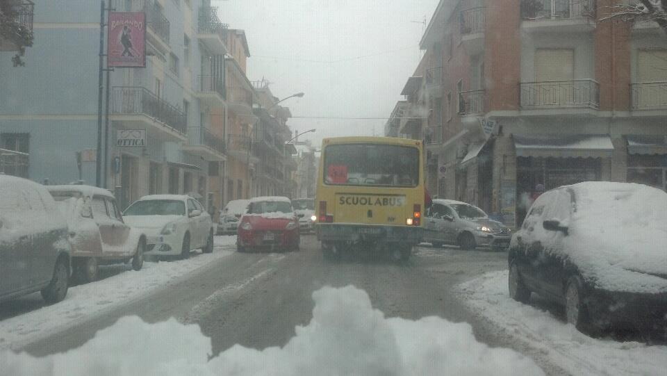 Via Voltattorni e uno scuolabus innevato, 3 febbraio 2012