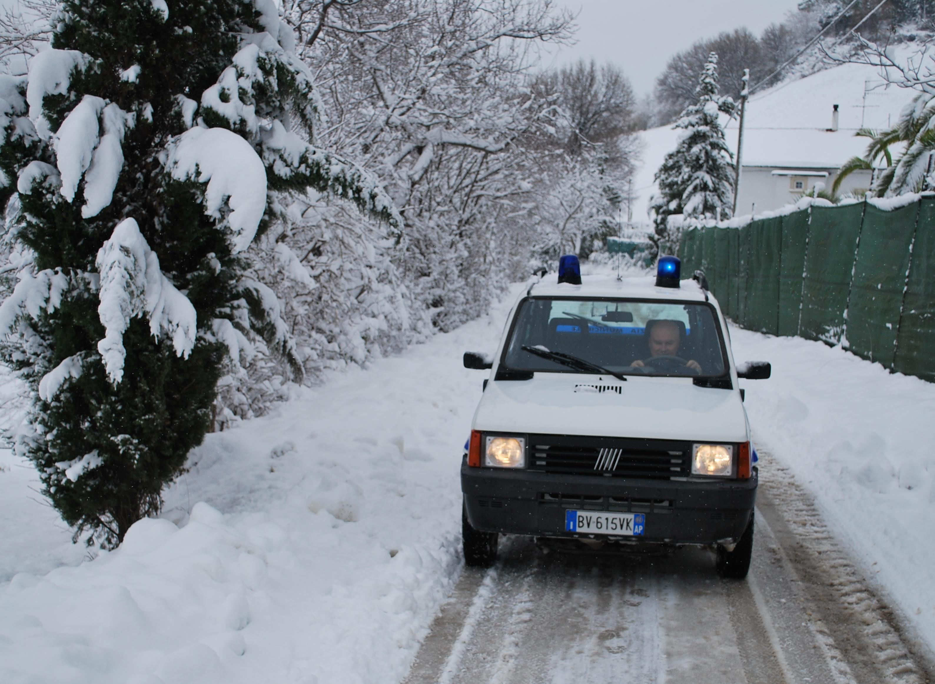 Vigili con la neve a Monteprandone, 6 febbraio