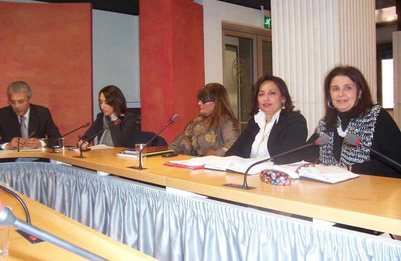 Il tavolo collegiale Pari Opportunità tenutosi a Pescara alla presenza del Governatore Gianni Chiodi (a sinistra)  - foto Facebook -