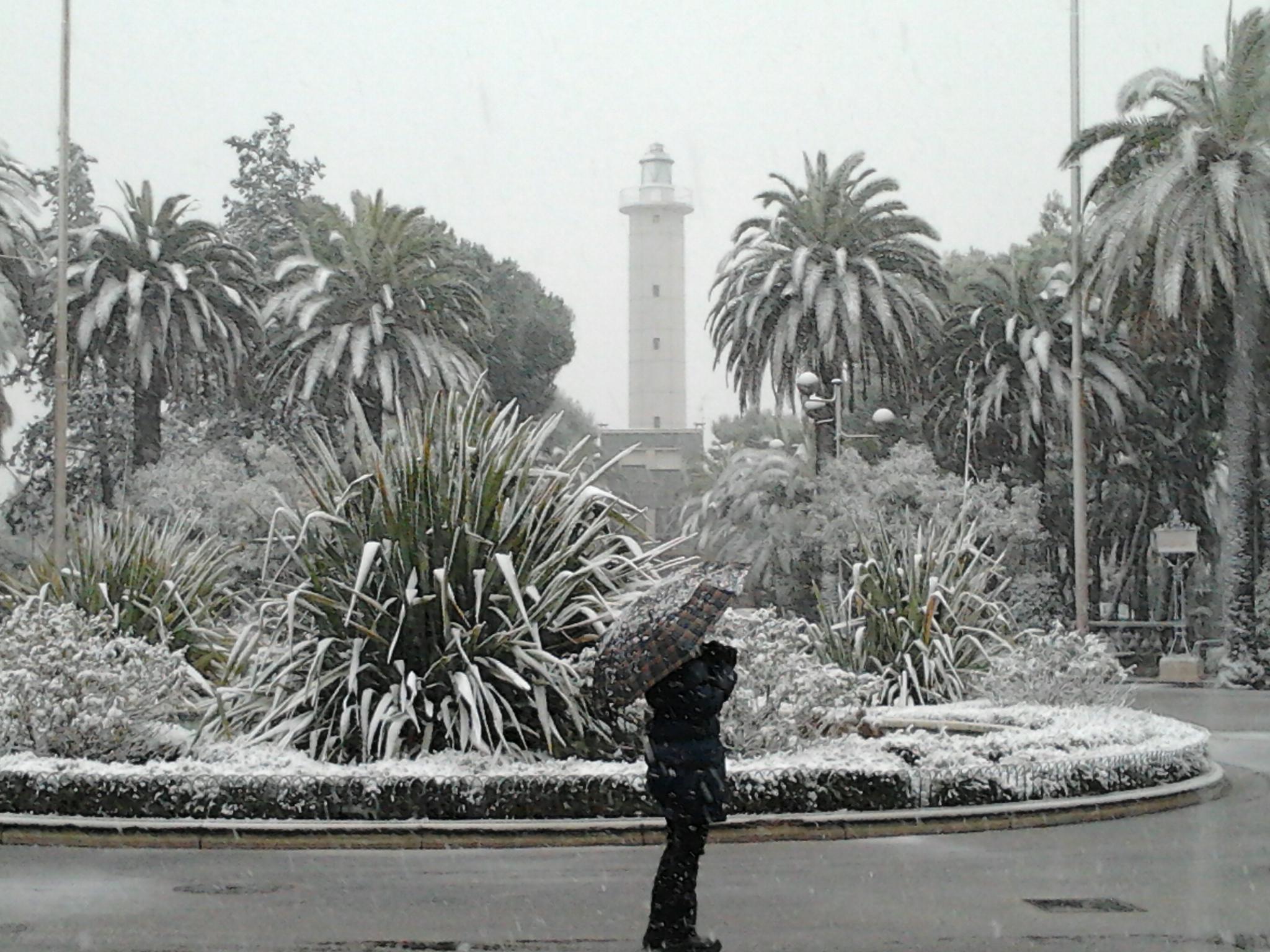 5 febbraio 2012, il faro di sbt e la neve. Foto di Fiorella Colletta