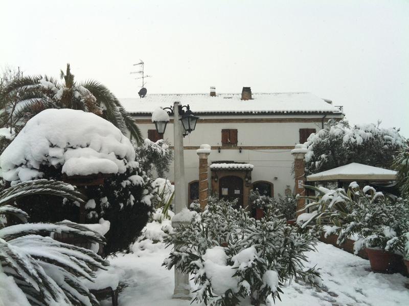 La Trattoria Cognigni al terzo giorno di neve, foto di Malabella Andrea
