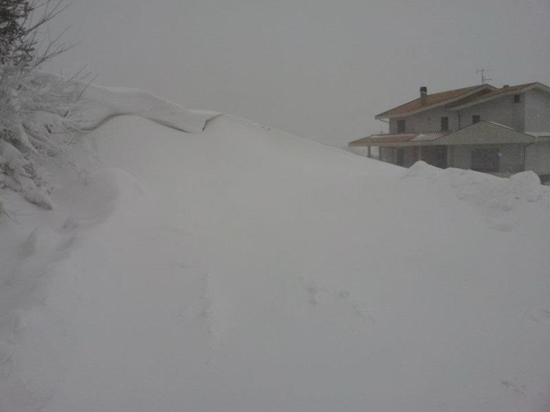 Neve sulla strada Mosciano-Montone febbraio 2012