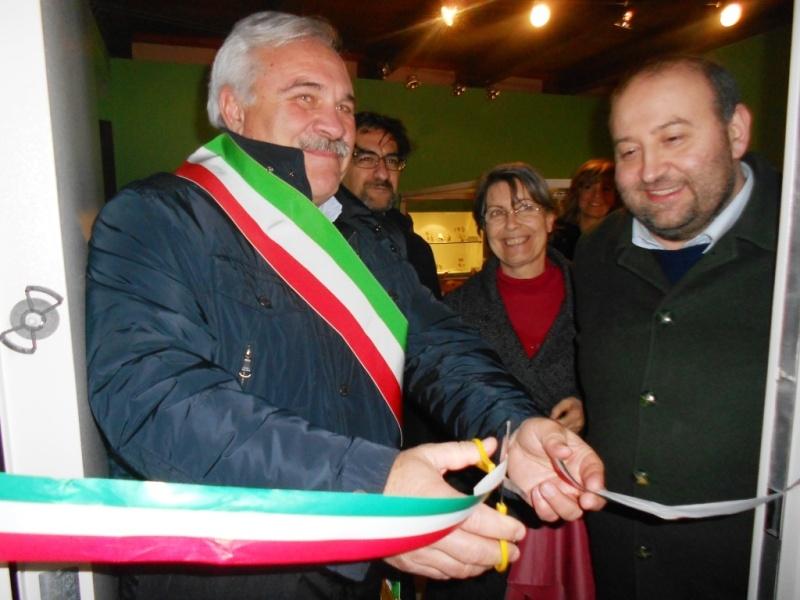 Il sindaco D'Annibali e l'assessore Antonini al taglio del nastro