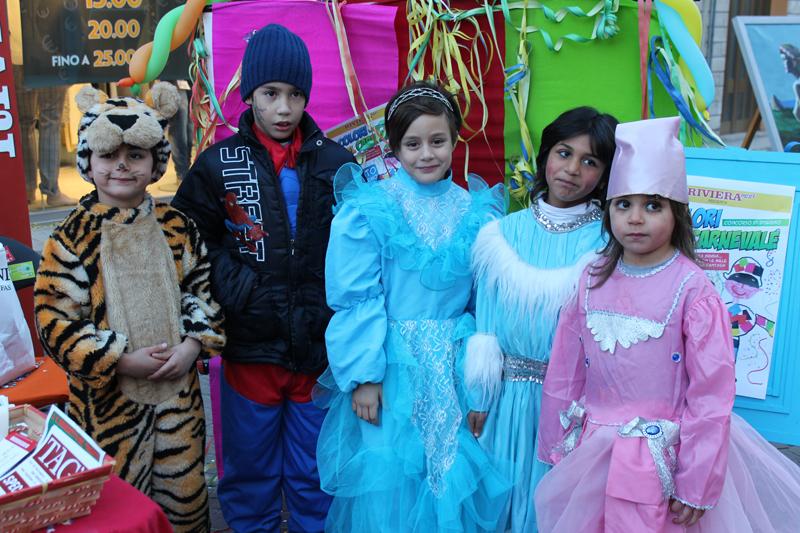 Un gruppetto affiatato: tre principesse, Spiderman e una tigre