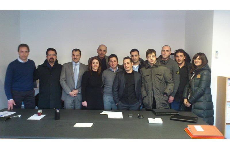 Massimo Vagnoni (a sinistra) e Paolo Tancredi (al centro) con il gruppo giovani del Pdl
