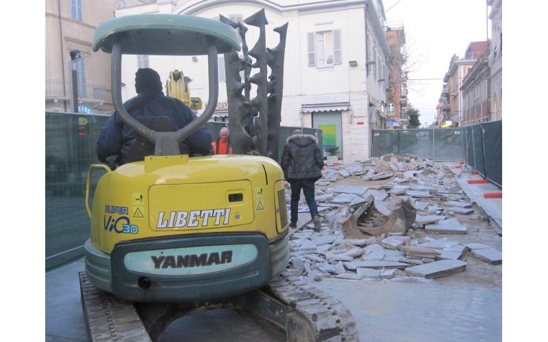 Abbattimento delle barriere architettoniche in Piazza Pericle Fazzini