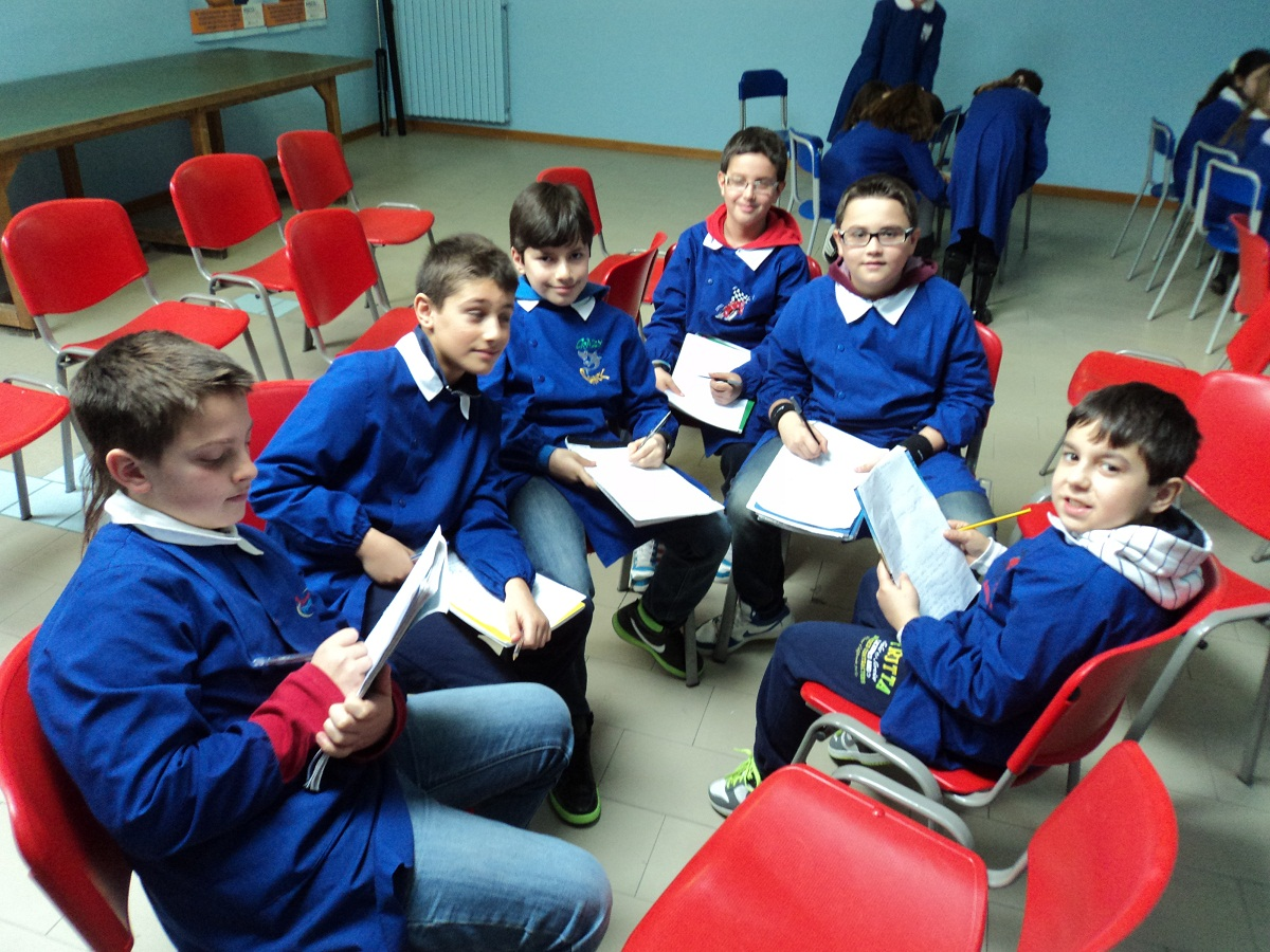 Alcuni alunni e calciatori del Grottammare Calcio della classe 5 D della scuola Speranza