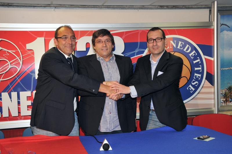 Maurizio Spazzafumo con il vertice societario della Samb