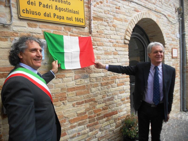 Il sindaco Mecozzi e il presidente Celani inaugurano l'archivio storico di Massignano