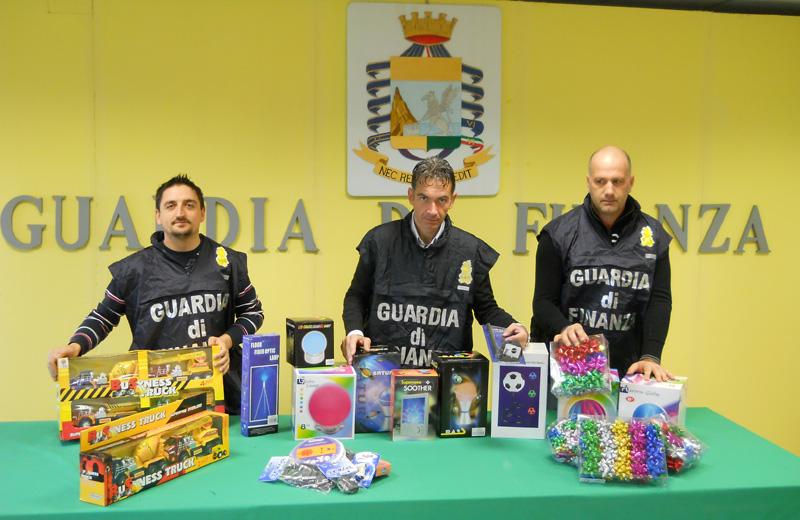 Alcuni dei prodotti sequestrati dalla Guardia di Finanza