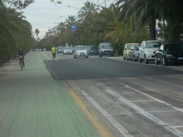 Nuovo asfalto sul lungomare (foto d'archivio)