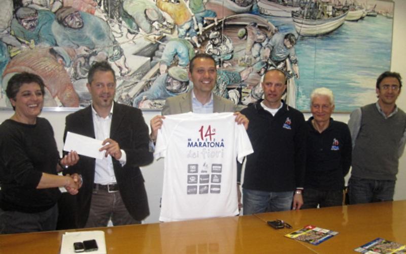 Mezza Maratona dei Fiori 2012. Organizzatori insieme all'assessore Marco Curzi