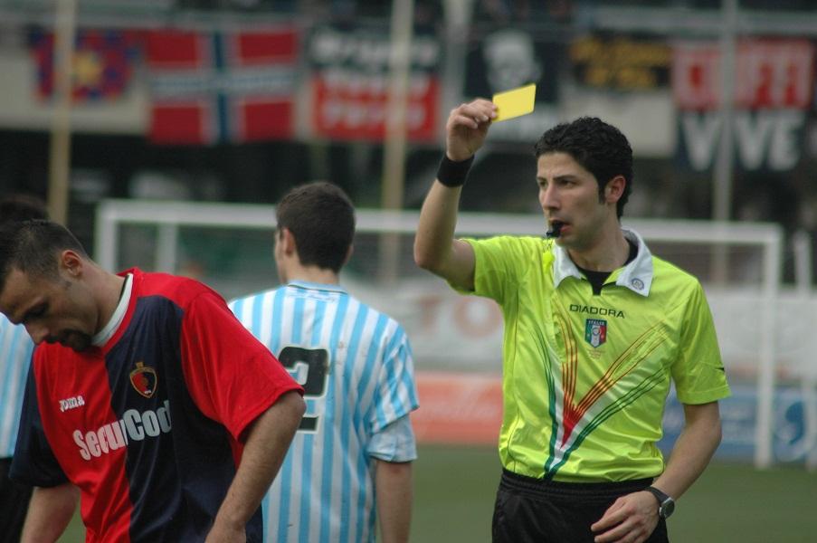 Napolano, prima ammonizione da parte dell'arbitro Proietti nella partita contro l'Isernia (giammusso)