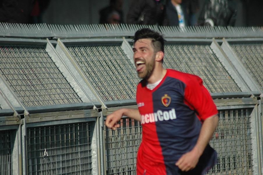 Pazzi esulta con linguaccia il suo secondo gol alla Santegidiese (giammusso)