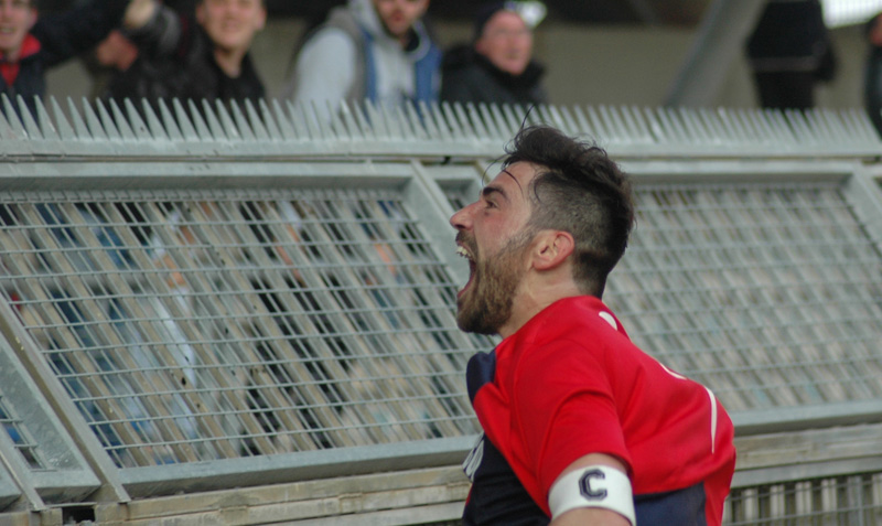 Pazzi esulta dopo il secondo gol alla Santegidiese (giammusso)