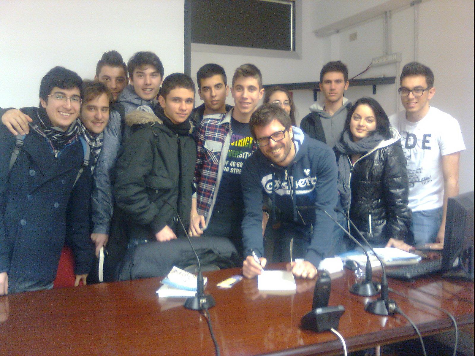 Alessandro Ribeca con alcuni studenti dell'ITC