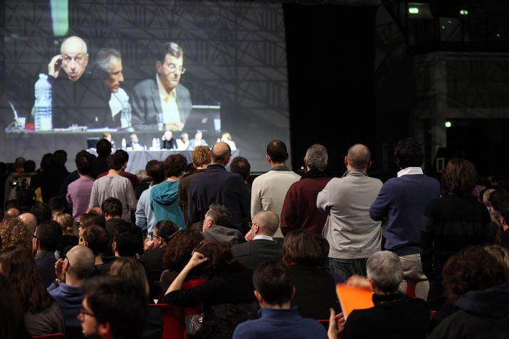 Tante le domande dei duemila presenti al MMT Summit di Rimini nel febbraio 2012 (foto Democrazia MMT Italia)